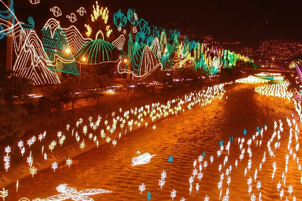 Annual Christmas Holiday Lights on Rio Medellin / Source: Gabriel Buitrago