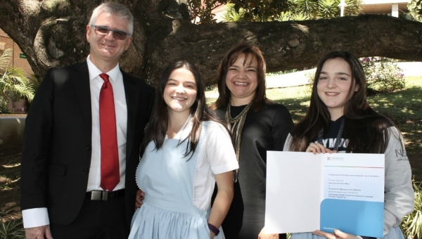 Left to right: Andrés Escobar Uribe (father), Natalia Escobar Mesa (sister), María Victoria Mesa Moreno (mother), Verónica Escobar Mesa (Cambridge prize winner)
