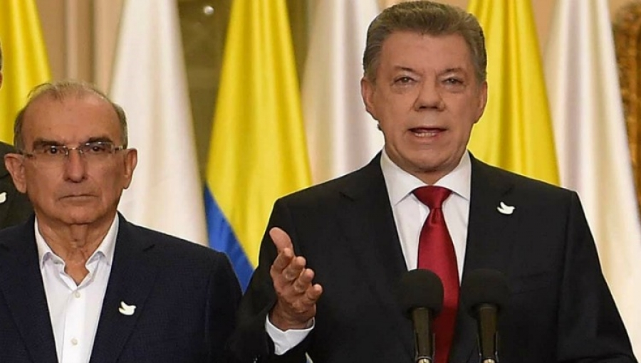 Left to right: Colombia 'Peace Pact' Negotiator Humberto de la Calle, President Juan Manuel Santos